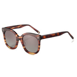 Oversized, acetate frame and temples in brown tartaruga color with brown polarized lenses